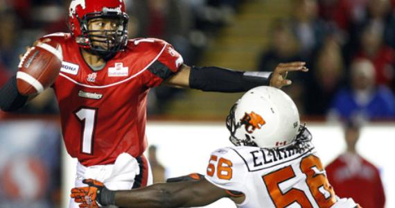 Solomon Elimimian closes in on Henry Burris - Photo: BCLions.com